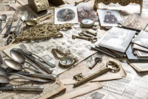 Collection of vintage items